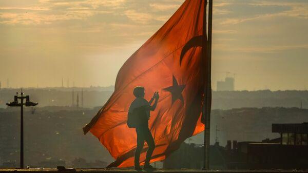 Флаг Турции в Стамбуле. Архивное фото