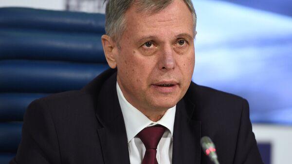 Александр Чуприян во время пресс-конференции членов правительственной комиссии по расследованию крушения самолета Минобороны Ту-154