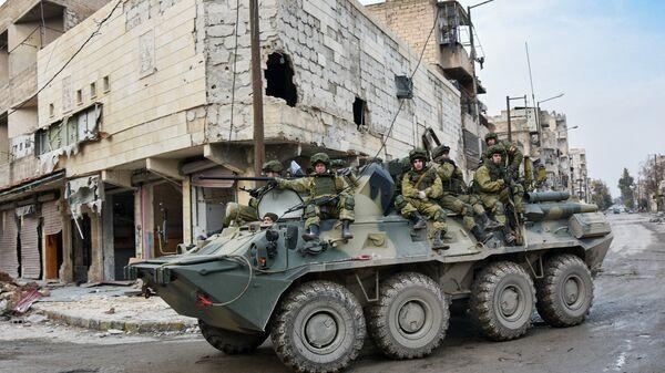 Российские военнослужащие во время работ по разминированию восточных районов Алеппо