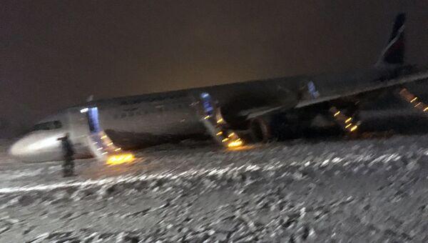 Аварийная посадка самолета в аэропорту Храброво