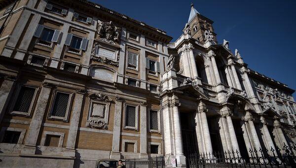Полицейский возле церкви Санта-Мария-Маджоре в Риме. Архивное фото