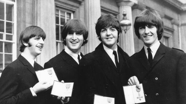 Участники группы The Beatles после церемонии вручения Ордена Британской Империи в Букингемском дворце