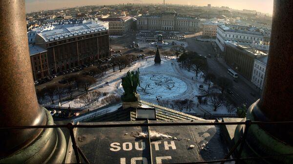 Вид с колоннады Исаакиевского собора на Мариинский дворец в Санкт-Петербурге