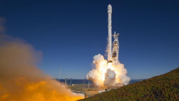 Ракета Falcon 9. Архивное фото
