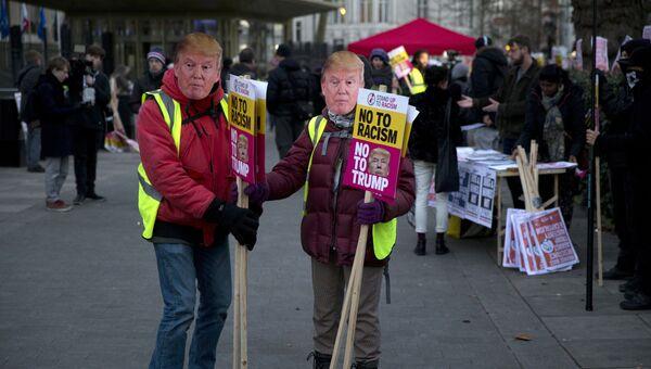 Участники акции протеста в Лондоне против избрания Дональда Трампа президентом США. Архивное фото