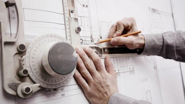 Инженер за работой