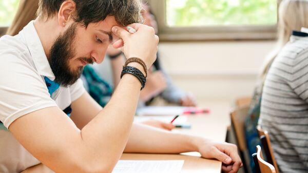 Студенты во время экзамена. Архивное фото