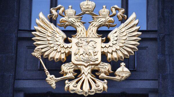 Герб России на здании Государственной Думы. Архивное фото