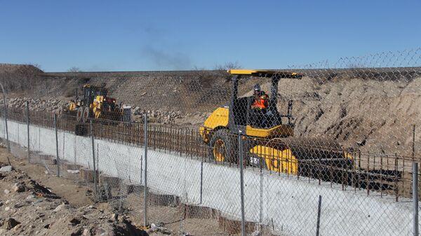 Забор, отделяющий Мексику и США. Архивное фото