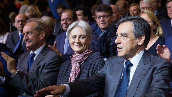 Франсуа Фийон с супругой Пенелопой Фийон. Архивное фото