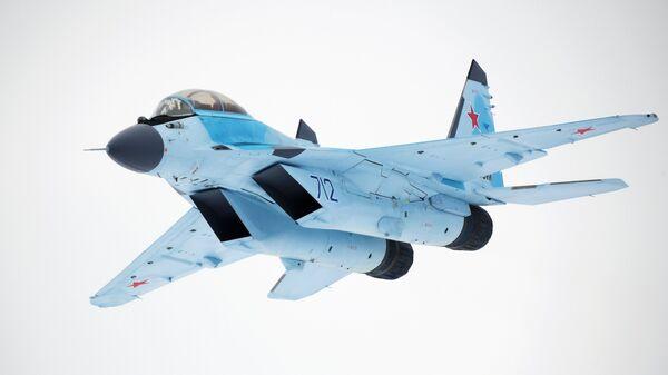 Авиационный комплекс МиГ-35 во время летной демонстрации на презентации в Московской области