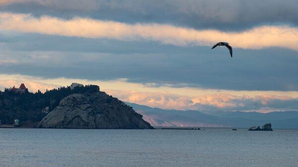Черное море на закате у поселка Партенит в Крыму