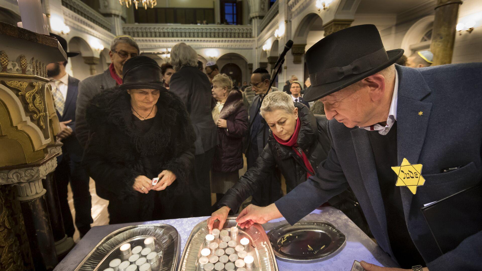 Зажжение свечей в синагоге в день памяти жертв Холокоста, Вильнюс, Литва - РИА Новости, 1920, 28.01.2021