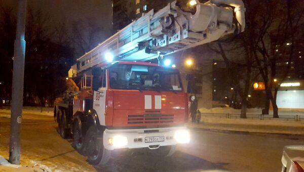 Пожарная техника у жилого дома. Архивное фото