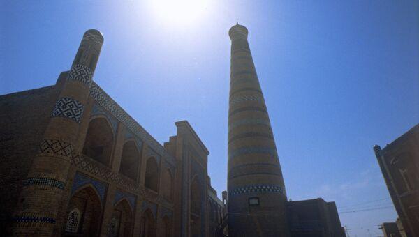 Медресе и минарет Ислам Ходжа в Хиве, Узбекистан. Архивное фото