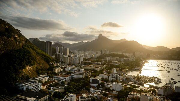 Вид на город со смотровой площадки на горе Сахарная голова в Рио-де-Жанейро