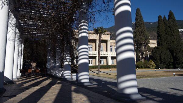 Колоннада в Никитском ботаническом саду в Крыму