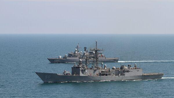 Американский фрегат Taylor и турецкий фрегат Turgutries во время учений в Черном море. Архивное фото