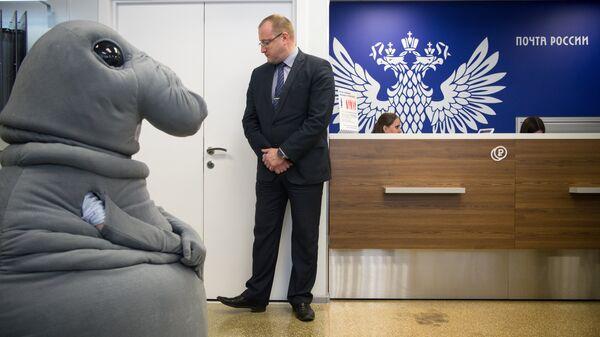 Интернет-герой Ждун в отделении Почты России. Архивное фото