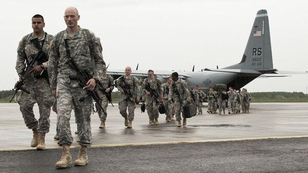 Военнослужащие НАТО на аэродроме Эмари в Эстонии