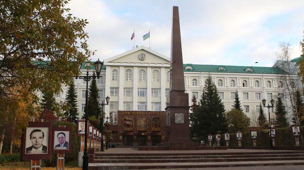 Здание Дома правительства в Ханты-Мансийске