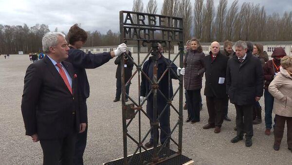 Украденный из Дахау фрагмент ворот с надписью Труд освобождает вернулся в музей