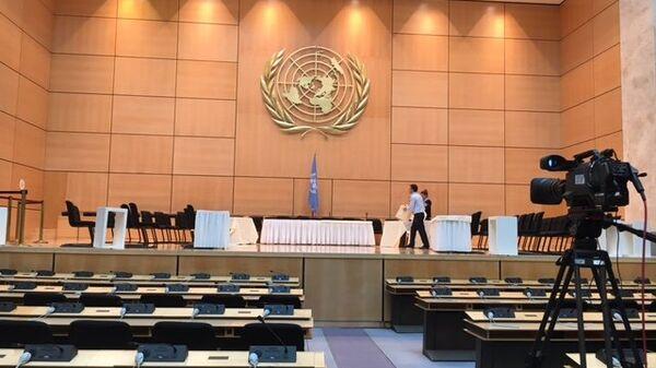 Зал генассамблеи в женевском офисе ООН готовят к приветствию де Мистуры на межсирийских переговорах