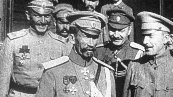 Генерал Лавр Корнилов. Москва, Большой театр, 12-15 августа 1917 года.