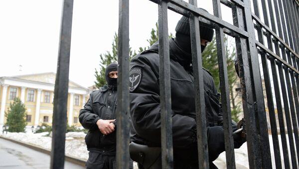 Сотрудники правоохранительных органов в московском Международном центре Рерихов. Архивное фото
