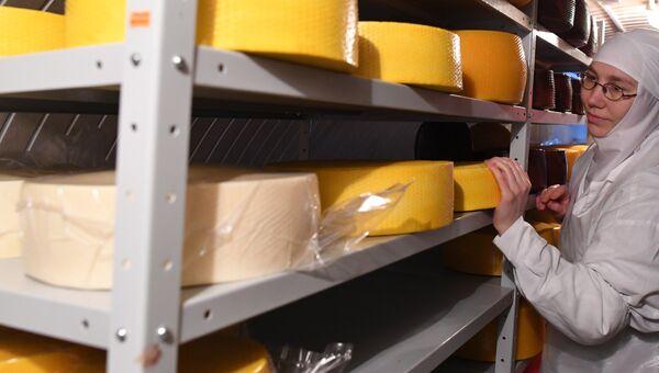 Изготовление сыра. Архивное фото