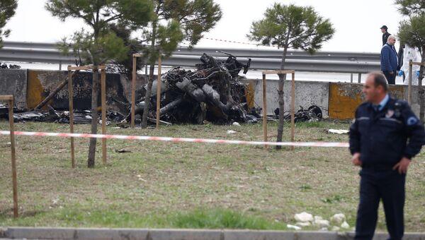 На месте разбившегося вертолета в Стамбуле, Турция. 10 марта 2017