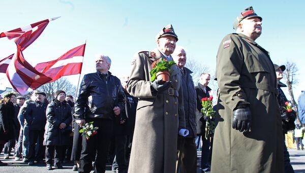 Участники марша ветеранов Ваффен СС и их сторонников в Риге. Архивное фото