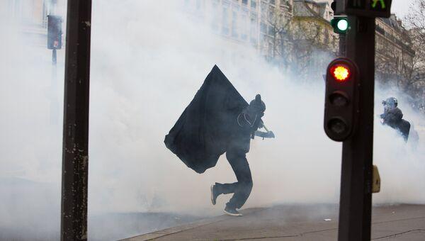 Митинг мигрантов в Париже против полицейского насилия