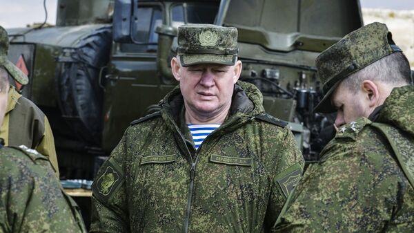 Командующий Воздушно-десантными войсками Андрей Сердюков на учениях в Крыму