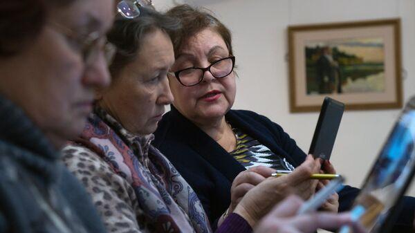 Пожилые люди в Москве