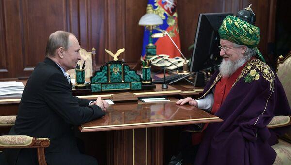 Президент РФ Владимир Путин и Верховный муфтий России Талгат Таджуддин. 21 марта 2017 г. Архивное фото.