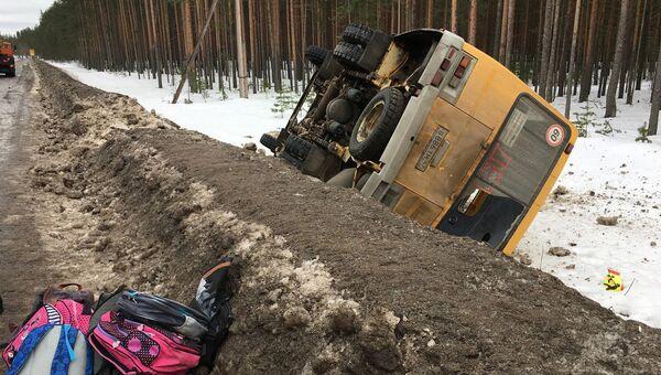 На месте ДТП со школьным автобусом в Лодейнопольском районе Ленинградской области. Архивное фото