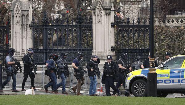 Полицейские у здания Парламента в Лондоне, Великобритания. 22 марта 2017