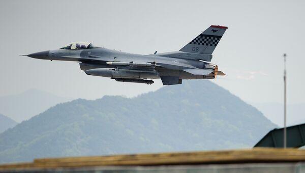 Истребитель F-16 ВВС США. Архивное фото