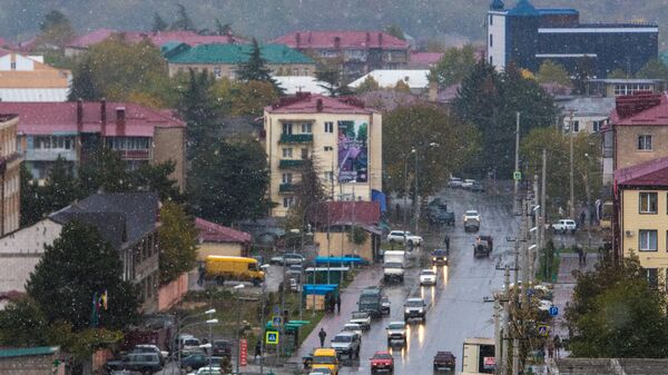 Первый снег в городе Цхинвал в Южной Осетии