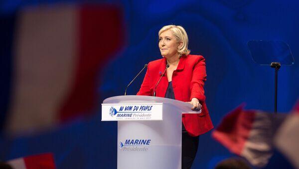 Марин Ле Пен выступает на митинге в Лилле