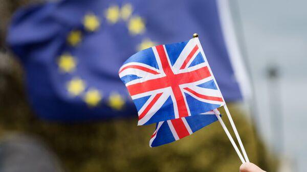 Флаги Великобритании из Европейского Союза. Архивное фото