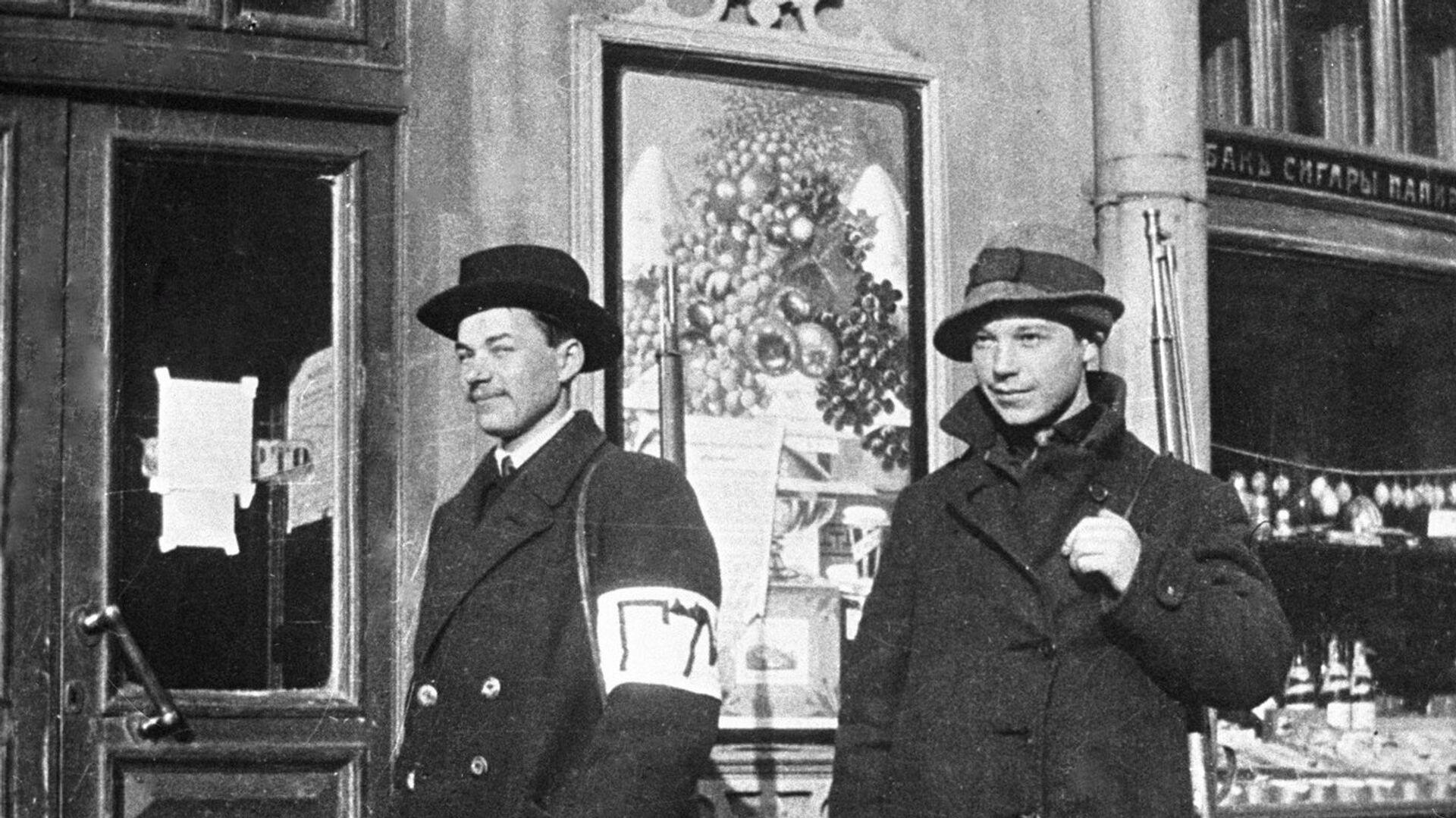 Сотрудники городской милиции на Каменноостровском проспекте в Петрограде - РИА Новости, 1920, 13.02.2021