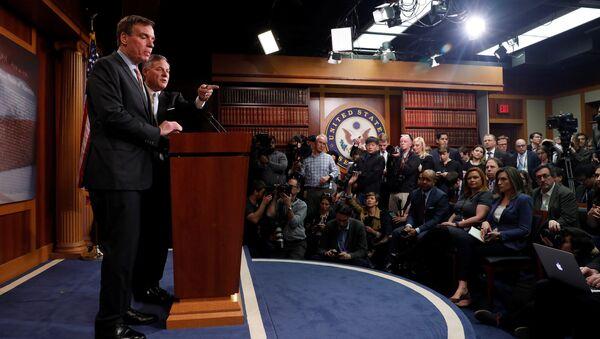 Председатель специального сенатского комитета по разведке Ричард Берр во время доклада о расследовании обстоятельств вмешательства России в выборы американского президента. Архивное фото