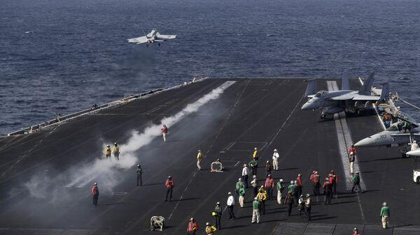 Американский авианосец Дуайт Эйзенхауэр в Персидском заливе