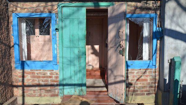 Жилой дом, пострадавший в результате обстрела Ясиноватой в Донецкой области. Архивное фото