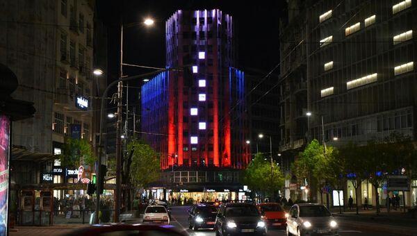 Белградские здания в цветах российского триколора