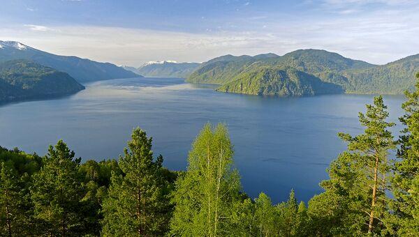 Вид с горы Чичелган на Телецкое озеро. Архивное фото