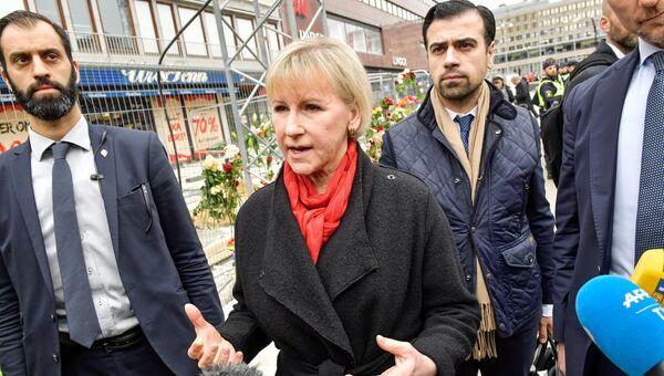 Глава МИД Швеции Маргот Валльстрём посетила место теракта в Стокгольме