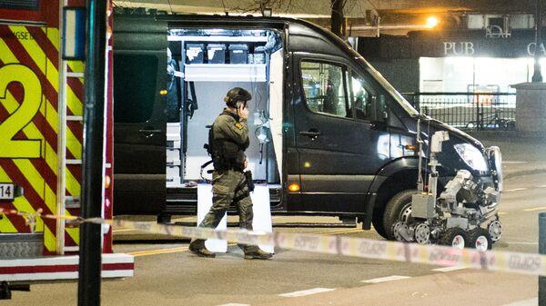 Полицейский в районе обнаружения самодельного взрывного устройства в Осло